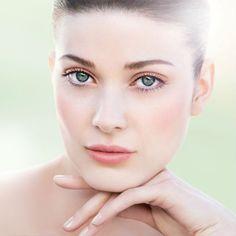 A 30, 40, 50, 60 ans et plus, il y a une chose sur laquelle nous sommes toutes d'accord : il faut prendre soin de sa peau pour qu'elle reste lumineuse et estomper les signes de l'âge. Mais comment choisir son soin sans se tromper ?  Découvrez notre sélection de produits anti-âge adaptés à votre type de peau et gorgés d'actifs révolutionnaires qui vous aideront à garder le plus longtemps possible une peau lisse et un teint radieux !