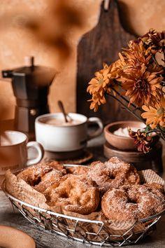 recette de beignets de pomme Chef Recipes, Crepes, Tea Time, Easy Apple Fritters Recipe, Pancakes, Pancake