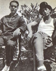 9.Lorca y Salvador Dali en su casa de Cadaqués en 1925.