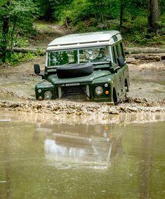 //Land Rover