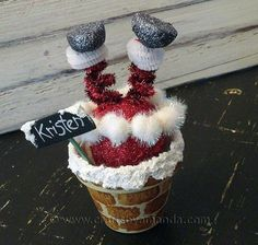 Santa Claus is coming to town shortly, and your kids better get decorating! He's very attracted to homes with festive homemade Christmas decorations. Here are 55 Fun Kids' Craft Ideas for Homemade Christmas Decorations. Christmas Crafts For Adults, Homemade Christmas Decorations, Christmas Clay, Christmas Projects, Kids Christmas, Holiday Crafts, Christmas Gifts, Christmas Ornaments, Funny Christmas