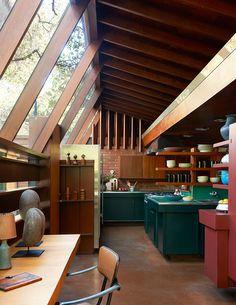 rich rust red for shelves // La Schaffer House de John Lautner