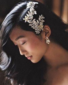 We've got head turning headpieces on the blog! Love this effortless modern @swarovski crystal motif comb by Liv Hart! @enchantedatelierbylivhart View more on BlackBride.com! #headpiece #crystalcomb #accessories #bridal #weddings #BlackBride1998 #BlackBride #BlackBrides #BridesofColor