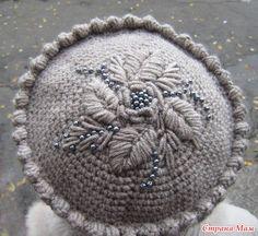 Шапочку и шарфик вязала для мамы. Нитки полушерсть. Крючок № 3. Вышивка объемная этими же нитками с бусинами.