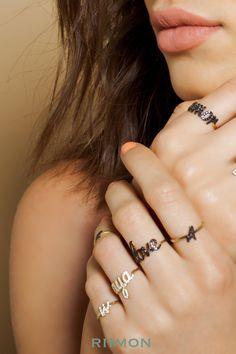 Custom Name Ring, Personalized Diamond Ring, Diamond Name Ring, 14k Personalized Ring, 14k Gold Custom Ring, Custom Name Jewelry, Name Ring #namering #diamondring #rimon #customring Doesn't she look like Jennifer Garner!!!