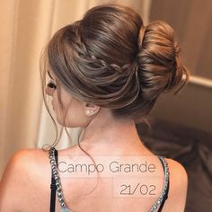 Pin by Jes Choate on Hair up there Half Updo Hairstyles, Bride Hairstyles, Bridesmaid Hair, Prom Hair, Medium Hair Styles, Long Hair Styles, Hair Upstyles, Bridal Hair Updo, Pinterest Hair