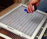Sprinkling extract on air filter