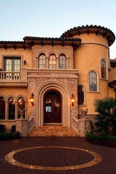 Plan European, Mediterranean, Luxury, Photo Gallery, Premium Collection House Plans & Home Designs. This house is beautiful 😍 Mediterranean Style Homes, Spanish Style Homes, Spanish House, Mediterranean Architecture, Mediterranean House Exterior, Spanish Colonial, Style At Home, Style Toscan, Tuscan Style