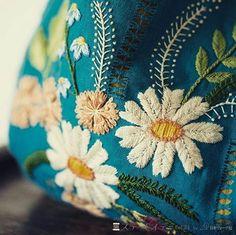 いいね!716件、コメント8件 ― embroideryさん(@__needlework__)のInstagramアカウント: 「❤️ http://kippermum.exblog.jp/18389996/ #❤️ایده_گلدوزی #❤️ژوردوزی」
