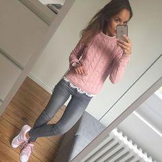 Du rose pour essayer d'égayer un samedi bien gris , passez une bonne journée #outfit#ootd#dailylook#dailyoutfit#igfashion#fashionpost#fashiondiaries#todayiwore#wiwt#pink#metoday jean#zara pull#bershka baskets#superstar#adidassuperstar