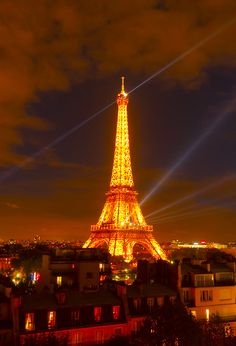 The Top Things to Do in Paris - Planning Tips for 1 Day in Paris Up to 7 Days in Paris on ASpicyPerspective.com #travel