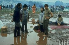 40 Rare and Incredible Color Photographs That Capture Scenes of the Woodstock Music & Art Fair in August 1969 1969 Woodstock, Woodstock Festival, Woodstock Music, Photos For Sale, Cool Photos, Beatles, Woodstock Pictures, Hippie Movement, Rock Festivals