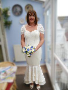 cream fishtail wedding dress   www.dellton.co.uk