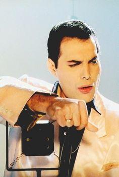 Freddie Mercury. The Great Pretender. 1987.