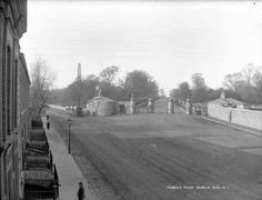 entrance to Phoenix Park. The Lucan tram in the distance. Ireland Pictures, Old Pictures, Old Photos, Vintage Photos, Dublin Street, Dublin City, Gone Days, Photo Engraving, Ireland Homes