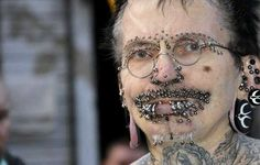 Niegan entrada a Dubai al Hombre con más piercings en el Mundo.  http://i24mundo.com/2014/08/17/niegan-entrada-a-dubai-al-hombre-con-mas-piercings-en-el-mundo/