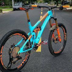 Xc Mountain Bike, Mountain Biking Women, Best Mountain Bikes, Mt Bike, Mtb Bicycle, Cycling Bikes, Montain Bike, Giant Bikes, Downhill Bike