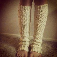 Crochet socks slippers leg warmers 16 ideas for 2019 Crochet Boot Cuffs, Crochet Leg Warmers, Crochet Boots, Crochet Gloves, Crochet Slippers, Knit Hats, Crochet Crafts, Crochet Projects, Free Crochet