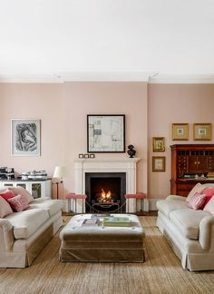 It was only after dispelling a ghostly presence that the interior designer Virginia Howard was able to start reorganising the space in this London flat, introducing neutral schemes with hints of pink. Room Paint Colors, Paint Colors For Living Room, Living Room Decor, Living Rooms, Wall Colours, Cottage Chic, Old Country Houses, Pink Walls, Best Sofa