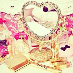 Heart mirror and make up Pretty Little, Pretty In Pink, Pretty Room, Rangement Makeup, Heart Mirror, Mirror Mirror, Glam Room, Just Girly Things, Perfume