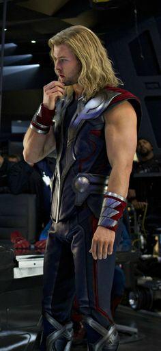 Thor : Chris Hemsworth on set @Elizabeth Lockhart Lockhart Gonzalez