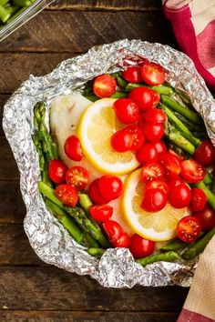 Here are FOUR simple ways to make Baked Tilapia in Foil! Toss 'em on the grill or in the oven - but NEVER have dishes to clean up! Healthy, delicious and every member of the family can choose their favorite flavor without much more effort for the chef! Fish In Foil Packets, Foil Packet Dinners, Foil Pack Meals, Foil Dinners, Baked Tilapia In Foil, Baked Fish, Grilled Fish, Grilled Salmon, Seafood