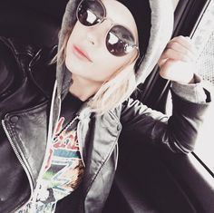 Ashley has a great grungy style. | Pretty Little Liars