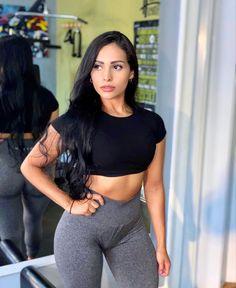 White Women, Sexy Women, Cute Gym Outfits, Muscle Tank Tops, Girls In Leggings, Curvy Girl Fashion, Foto Pose, Gorgeous Women, Beautiful