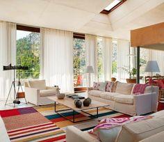 Accente roz într-un interior din Mallorca Colourful Living Room, Beautiful Living Rooms, Small Living Rooms, Home Living Room, Beautiful Homes, Living Spaces, Design Case, Elle Decor, Home Furnishings