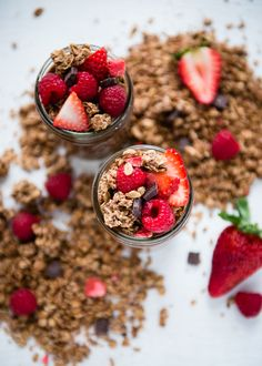 5 Breakfast Parfaits You'll Love Waking Up To   http://helloglow.co/breakfast-parfait-roundup/