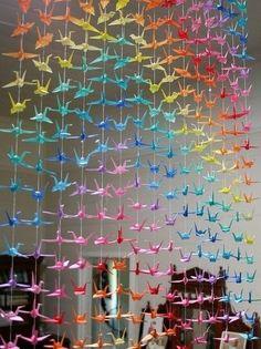 Hier finden Sie eine schöne Idee für farbige Vögel. Jeder kann solche schöne farbige Vögel aus Papier selber basteln. Schauen Sie mal an.