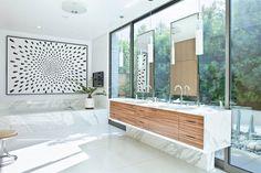 Trousdale Residence es una casa diseñada porStudio William Hefner. Se encuentra ubicado en Trousdale Estates, un barrio deBeverly Hills...