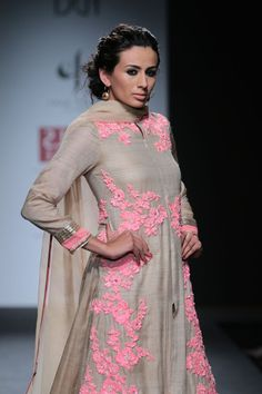 Cream salwar with a tinge of neon pink embroidery make an elegant combination! And the zipper is on the front! Traditional Fashion, Traditional Outfits, Indian Attire, Indian Wear, Pakistani Outfits, Indian Outfits, Ethnic Fashion, Asian Fashion, Look Short