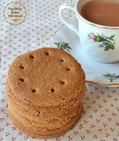 Digestive Biscuits are really just sophisticated graham crackers and are very simple to make. Digestive Cookie Recipe, Digestive Cookies, Digestive Biscuits, Healthy Sweet Treats, Healthy Cookies, Healthy Desserts, Cookie Recipes, Snack Recipes, Oatmeal Recipes