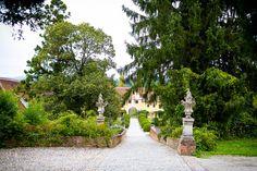 Castle Wedding in Austria at Obermayerhofen by Photographer orange-foto Without Borders, Austria, Real Weddings, Sidewalk, Castle, Bride, Mansions, House Styles, Orange