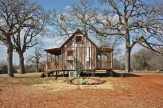 Here is the end view showing the screened back porch and the front. Texas Tiny Houses.....love em!