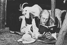 """""""Dobra książka to rodzaj alkoholu- też idzie do głowy"""""""