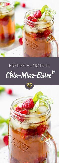 Bubble-Tea war gestern! Die neue Erfrischung im Sommer heißt Chia-Eistee. Mit frischer Minze, Himbeeren und den geeligen Samen wird der selbstgemachte Eistee besonders fruchtig frisch.