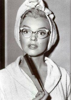 I think I should get glasses like that...