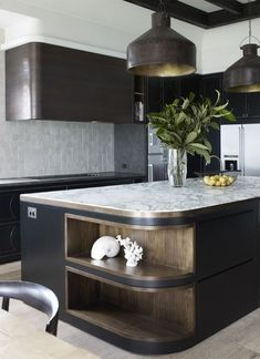 8 Dreamy Art Deco ideas for your home - Daily Dream Decor Cocina Art Deco, Art Deco Kitchen, New Kitchen, Kitchen Dining, Kitchen Decor, Kitchen Island, Kitchen Black, Dining Rooms, Interior Desing