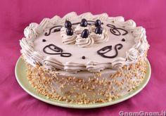 Torta moka -  La torta moka è un dolce perfetto per tutti gli amanti del caffè; ho preparato una base di pan di spagna al caffè e una farcitura con una crema, indovinate? Ma al caffè, ovviamente! Avevo intenzione di preparare una torta per la festa del papà, ma volevo qualcosa di diverso da quelle che si [...]