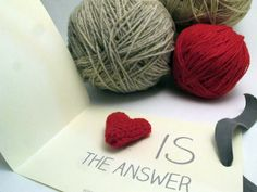 """Spilla """"LOVE IS THE ANSWER"""""""