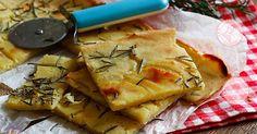 La schiacciata di patate una ricetta velocissima, senza lievito che preparerete in pochi minuti e andrà letteralmente a ruba.