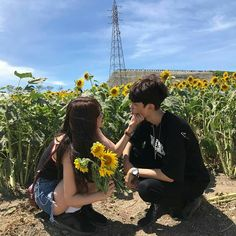Likes, 5 Comments - Ulzzang Funny Couple Poses, Funny Couple Pictures, Couple Picture Poses, Photo Couple, Funny Couples, Couple Posing, Couple Photos, Funny Girls, Mode Ulzzang