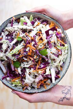 Salát - čínské zelí, červené zelí, mrkev, jablko Healthy Desserts, Healthy Recipes, Apple Health, Vegetable Salad, Food Inspiration, Cobb Salad, Cabbage, Food And Drink, Low Carb