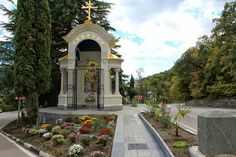 Advisor Office of HIH : The celebration of the entrance sign - a chapel in honor of the Holy Royal Passion and in memory of the 150th anniversary of building Holy Cross Church in Livadia.