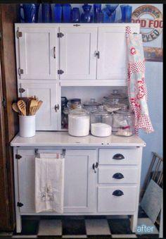 Old fashioned kitchen hutch Vintage Kitchen Cabinets, Kitchen Hutch, Painting Kitchen Cabinets, New Kitchen, Kitchen Decor, Kitchen Queen, Rustic Cabinets, Antique Cabinets, Grey Cabinets