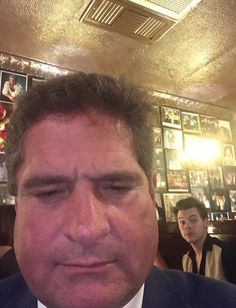 Conversation  One Direction Manila September Harry at a restaurant in New York. Estilo Do Harry Styles, Harry Styles Baby, Harry Styles Pictures, Harry Edward Styles, Harry Styles Selfie, One Direction Humor, One Direction Harry, One Direction Pictures, Bae