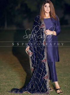 Wedding dresses pakistani sisters groom outfit for 2019 Pakistani Formal Dresses, Pakistani Wedding Outfits, Pakistani Dress Design, Dress Indian Style, Indian Dresses, Indian Designer Outfits, Designer Dresses, Velvet Dress Designs, Cute Skirt Outfits