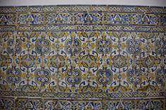 Azulejos na entrada da Capela dos Ossos - Évora Tags: art portugal monument colors cores daylight europa day monumento interior picture dia tiles fotografia ...